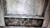 Состаренные двери с металлическими накладками