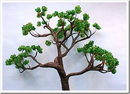7. Осталось окончательно собрать дерево из бисера своими руками.